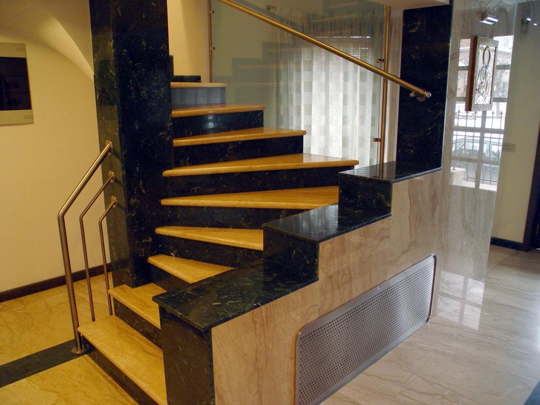 Дизайн в частном доме с лестницей фото